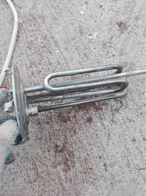 Этотже ТЭН после чистки отверткой, шкуркой и разными видами корщеток — щеток с ворсом из прямой проволоки