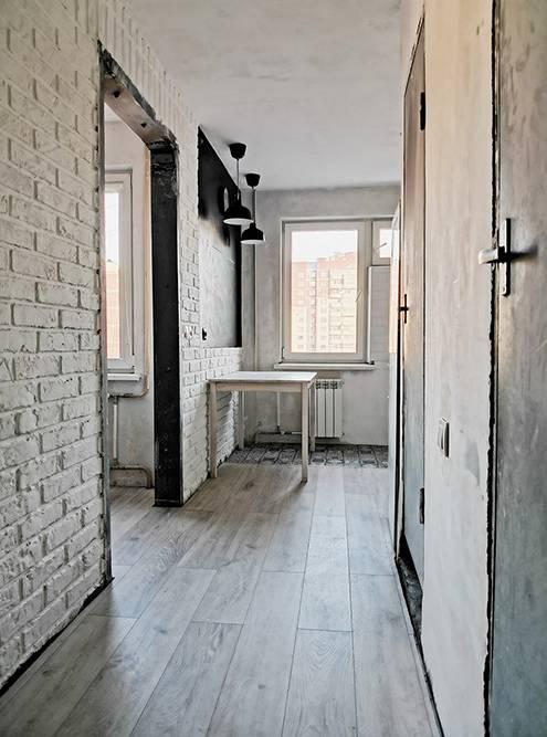 А вот квартира после перепланировки. Коридор стал просторным и светлым