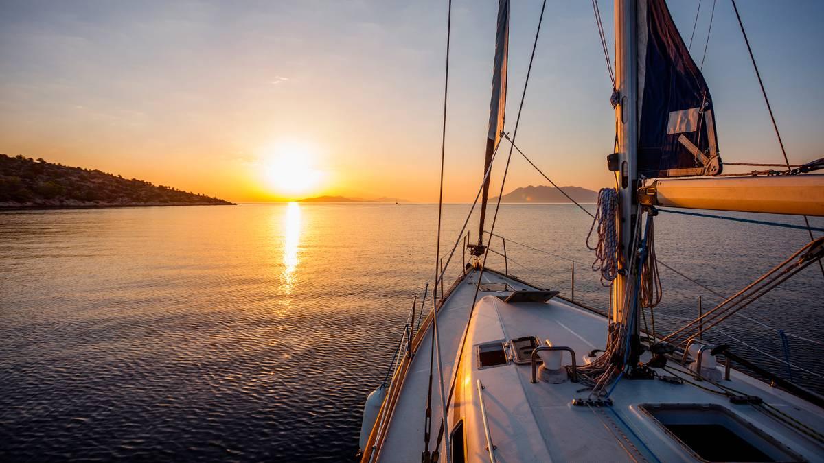 Как отдохнуть на яхте по цене пакетного тура