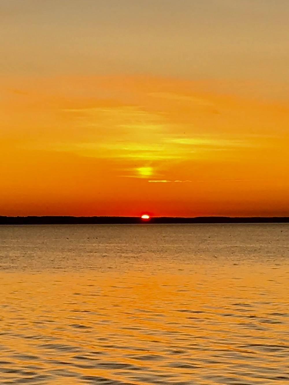 На яхту можно просто приехать, чтобы отдохнуть и полюбоваться закатом