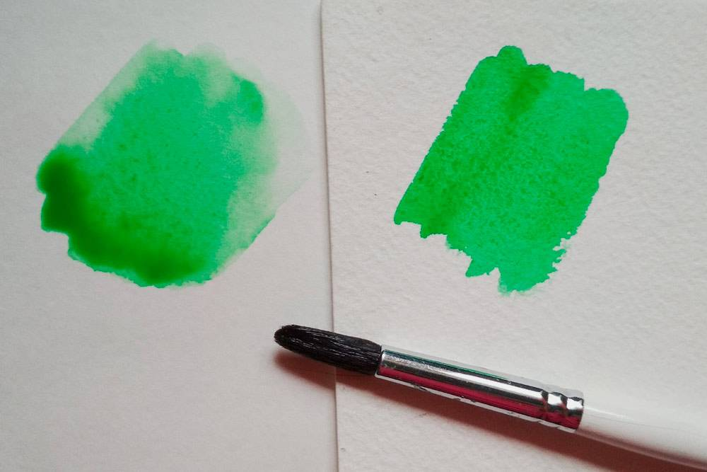 Так акварель ложится на разную бумагу. Слева, на плохой бумаге, краска стекла вниз
