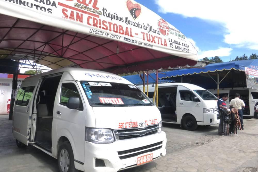 Терминал колективо рядом с рынком в Сан-Кристобале