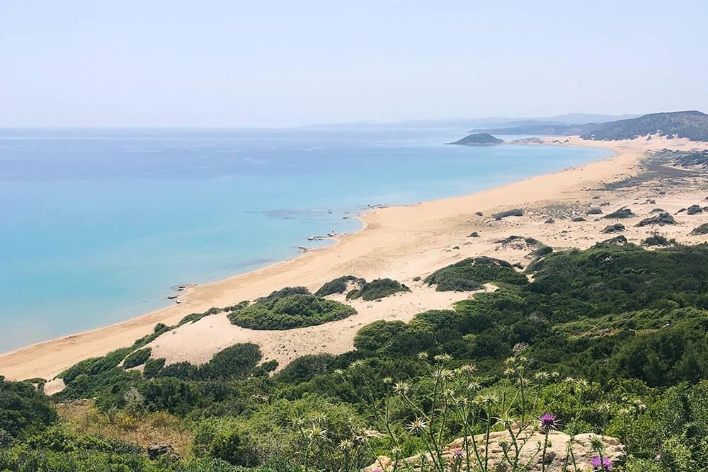 В конце апреля 2019года на шестикилометровом Золотом пляже на Северном Кипре мы были практически одни