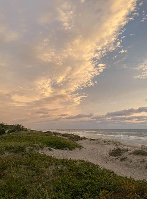 Небо перед закатом всегда окрашивается в красивые цвета