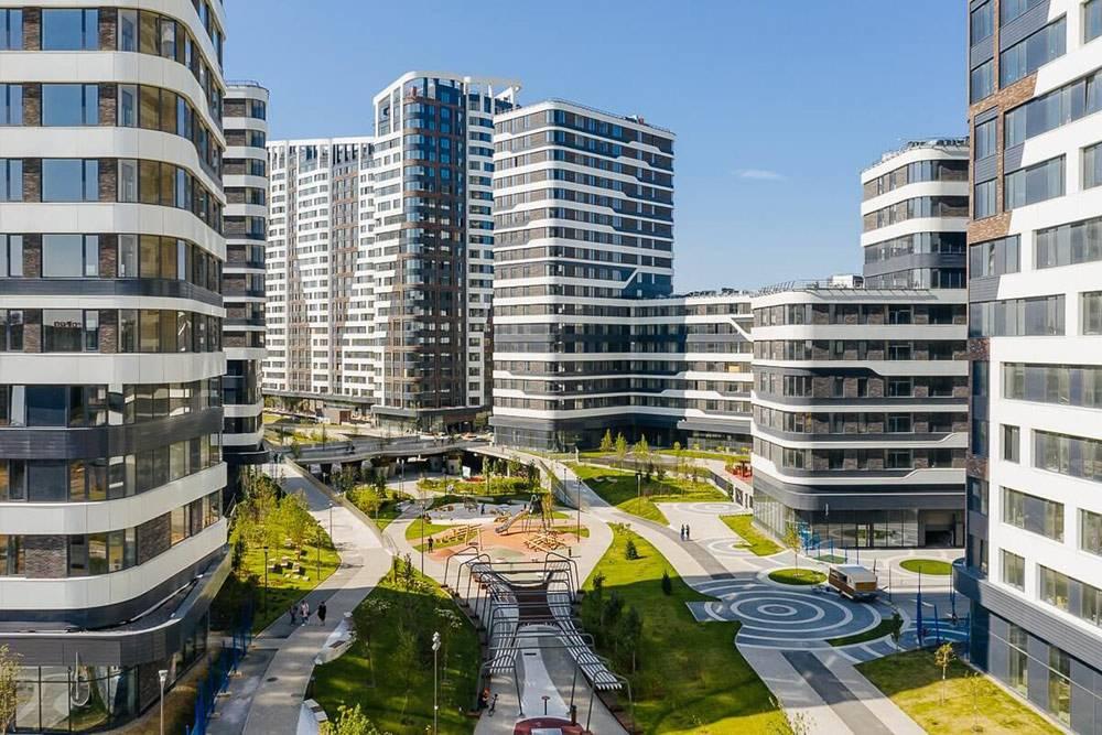 Но продуманная концепция комплекса, хорошее благоустройство и известный застройщик позволяют продавать здесь квартиры по высоким ценам. Источник: ЖК«Символ»