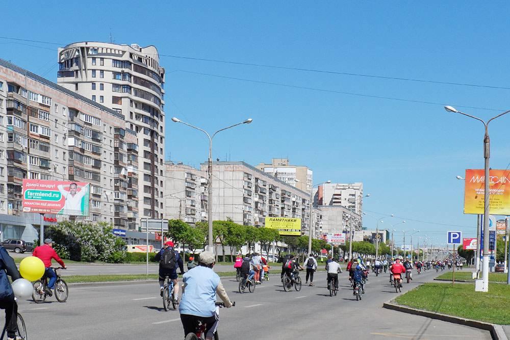 На параде велосипедисты проезжают по проспекту Ленина 3,5 километра