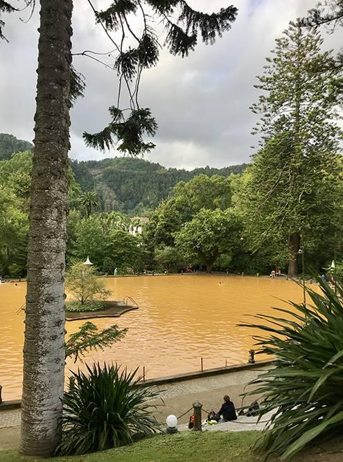 Температура воды в большом бассейне — около +25°С