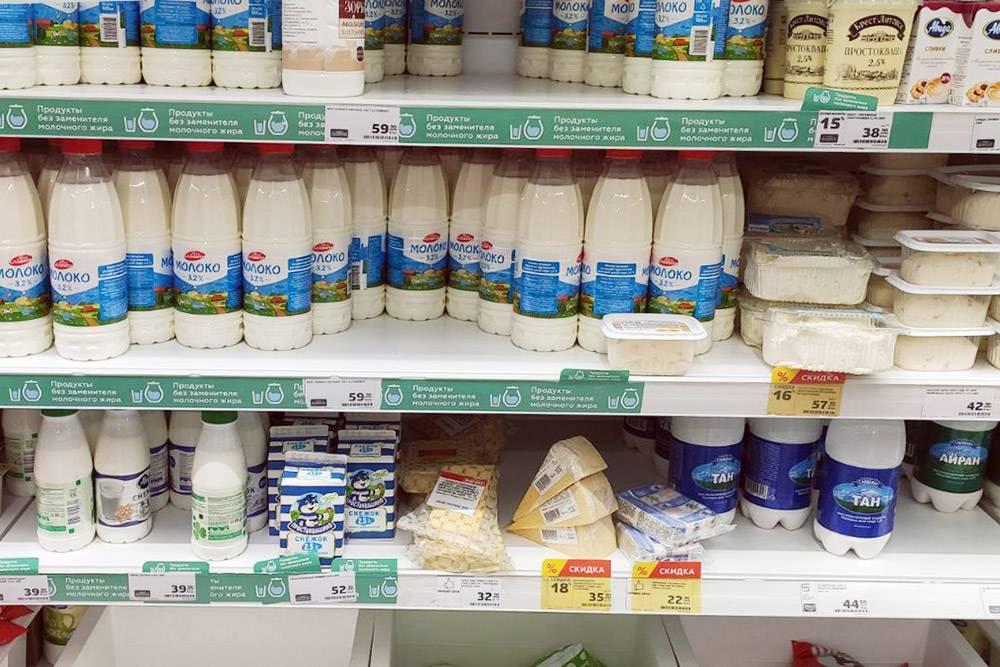 Цены в «Пятерочке»: молоко — 59<span class=ruble>Р</span>, творог — 42<span class=ruble>Р</span>, сметана — 38<span class=ruble>Р</span>, сливки — 60<span class=ruble>Р</span>, маленький стакан йогурта — 9<span class=ruble>Р</span>