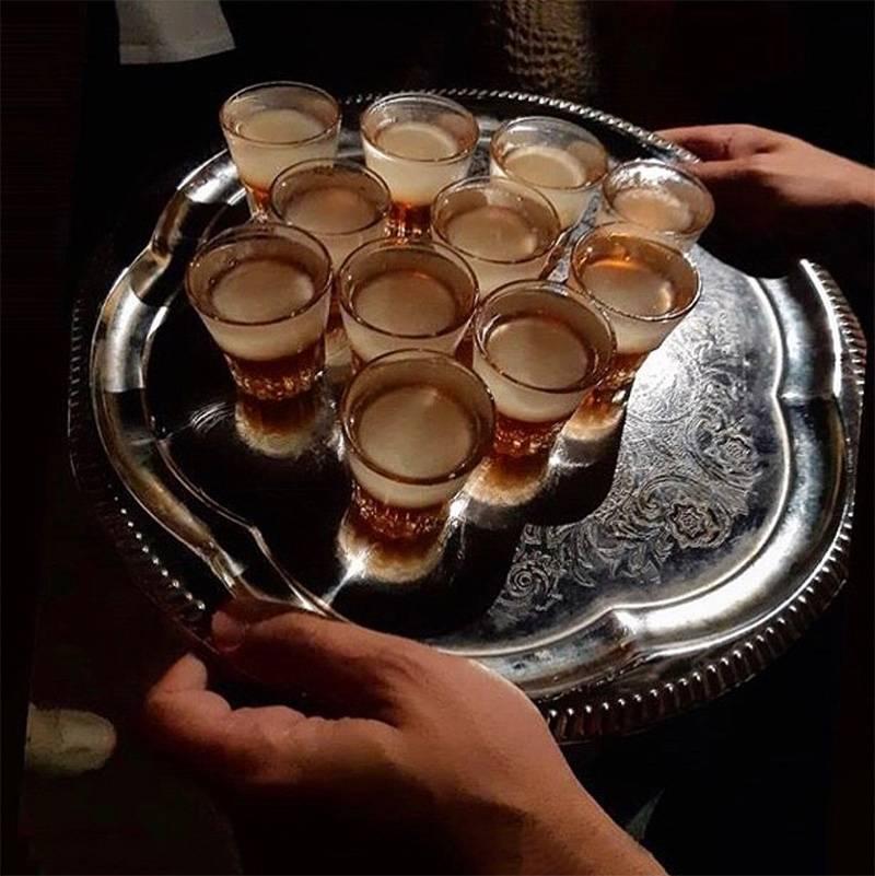 Организаторы обещают рассказать историю необычных коктейлей и шотов. Ну и, конечно, предложить их попробовать. Источник: polzkom_spb / «Инстаграм»