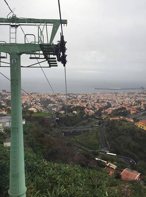 На фуникулере можно подняться из центра Фуншала в парк «Монте» и заодно осмотреть город с высоты