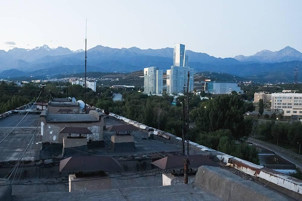Из любого окна в городе видны горы