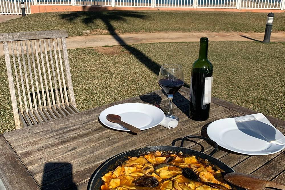 Сегодня коронное блюдо мужа — гаспачо манчего. Это традиционное блюдо Ла-Манчи — особая паста с морепродуктами