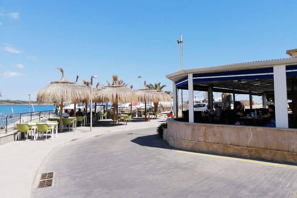 Ресторан, специализирующийся на гриле. Главная часть дизайна — вид на море