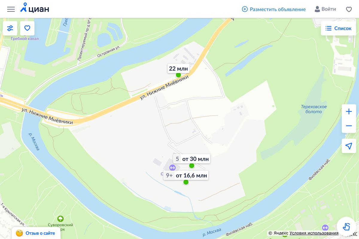 ЖК «Остров» находится посреди леса и в окружении реки. Пока там нет инфраструктуры. Источник: «Циан»