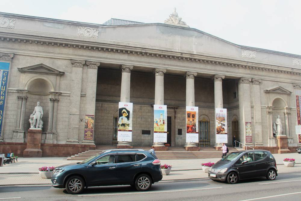 Здание музея напоминает античный храм
