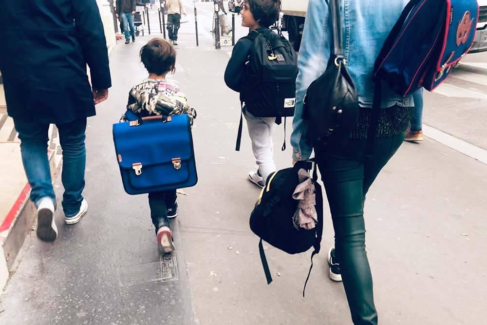 Суровые школьные будни для французских детей начинаются гораздо раньше, чем для их российских сверстников