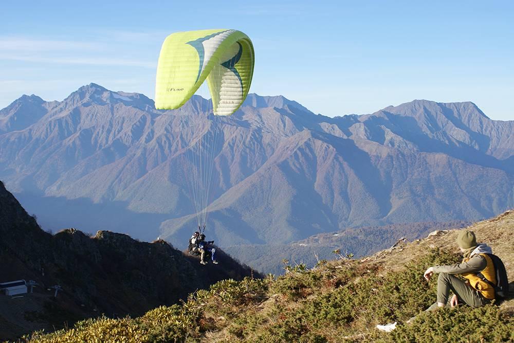 Такой вид открывается с высоты 2320 метров. Чтобы подняться туда, придется заплатить за канатку 1100<span class=ruble>Р</span>