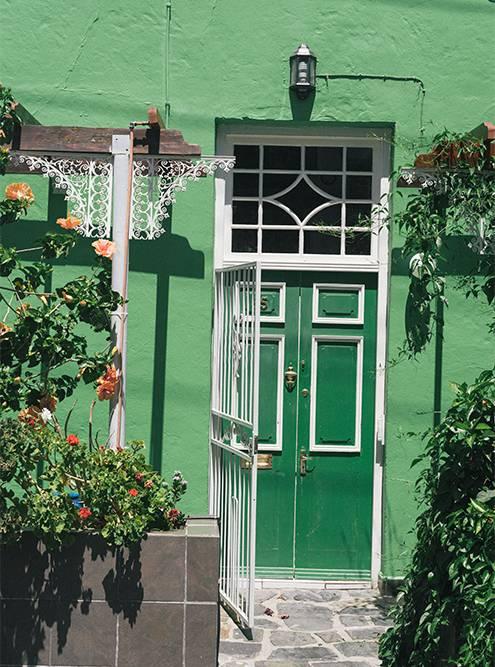Местные двери можно разглядывать бесконечно