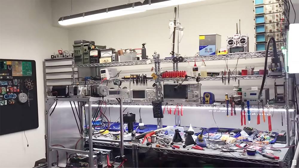 Мне, чтобы разрабатывать электронику, нужно примерно такое рабочее место
