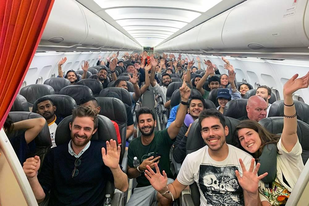 В поездке участвовало столько студентов INSEAD, что они буквально захватили самолет