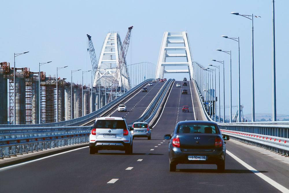 Движение легковых автомобилей по Крымскому мосту открыли в 2018 году. Источник:avilarchik6956/pixabay.com