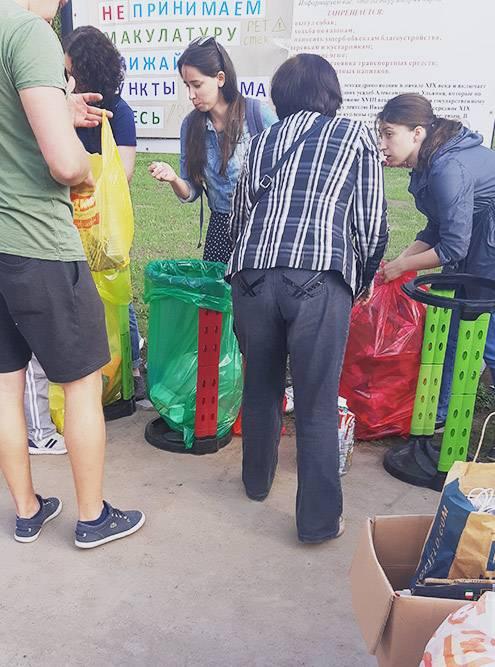 Так проходят акции по раздельному сбору мусора: экоактивисты приносят свои накопления