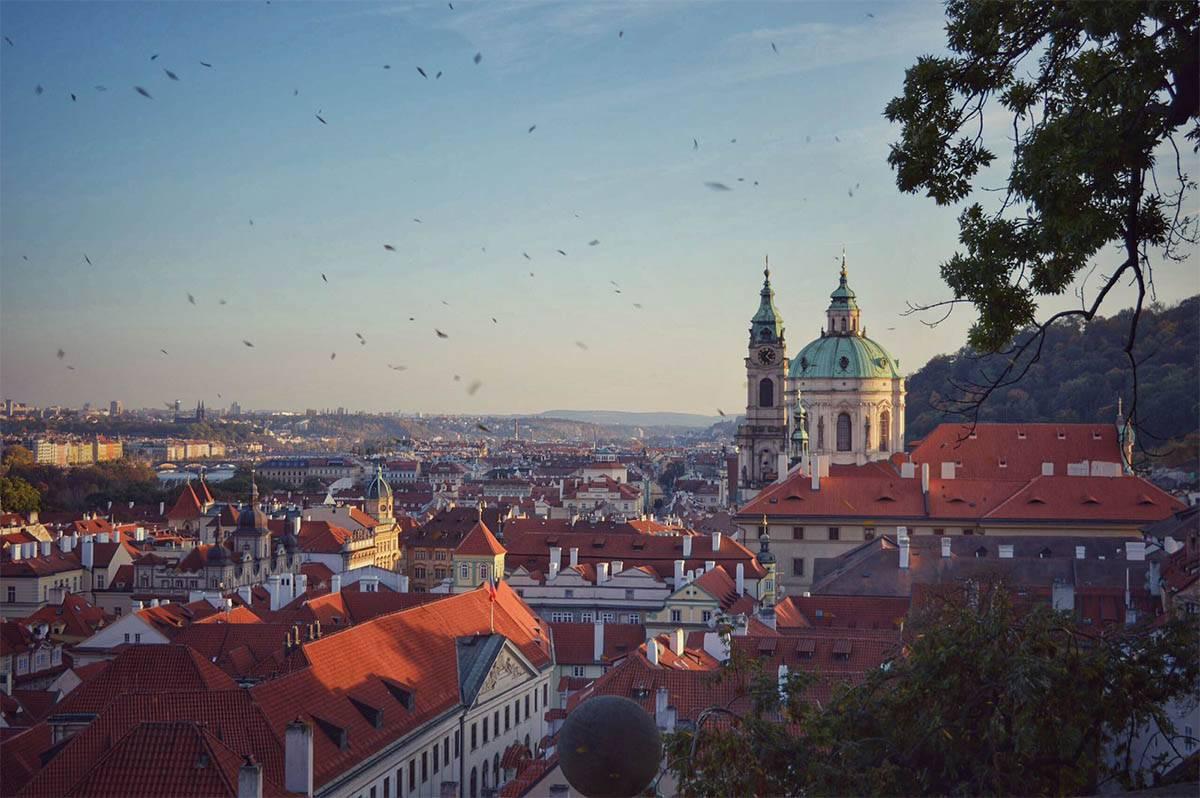 Столица Чешской Республики — Прага. Вид на пражские красные крыши