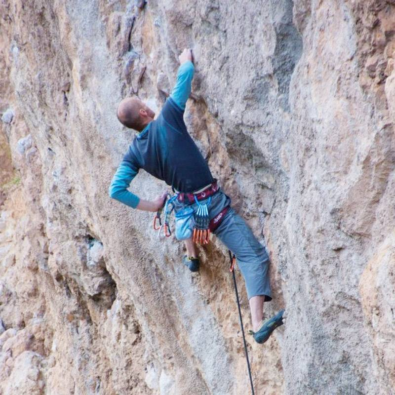 На скалах маршруты не столь очевидны, как на стенде, но вариантов их прохождения, как правило, больше