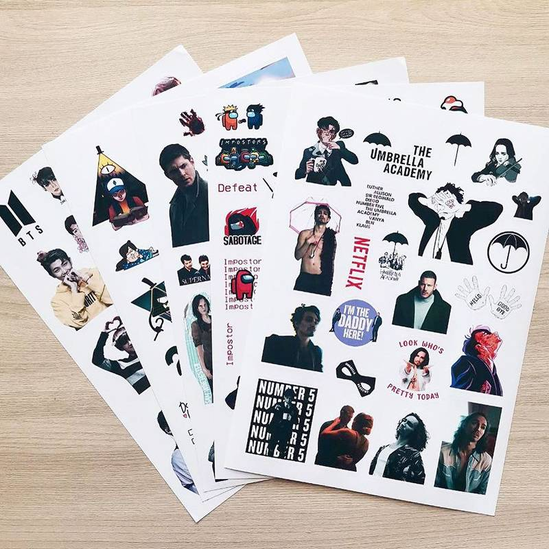 Мы не знали, что печатать, поэтому делали наклейки, закладки и открытки, которые нравились нам, и фотографировали их с разных сторон
