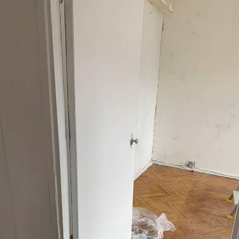 А здесь на стенах уже сохнет шпаклевка