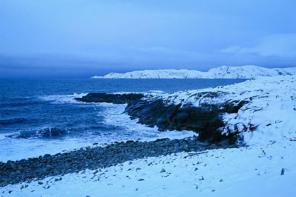 Пляж Яйца дракона. Ходить по скользким овальным камням нужно осторожно