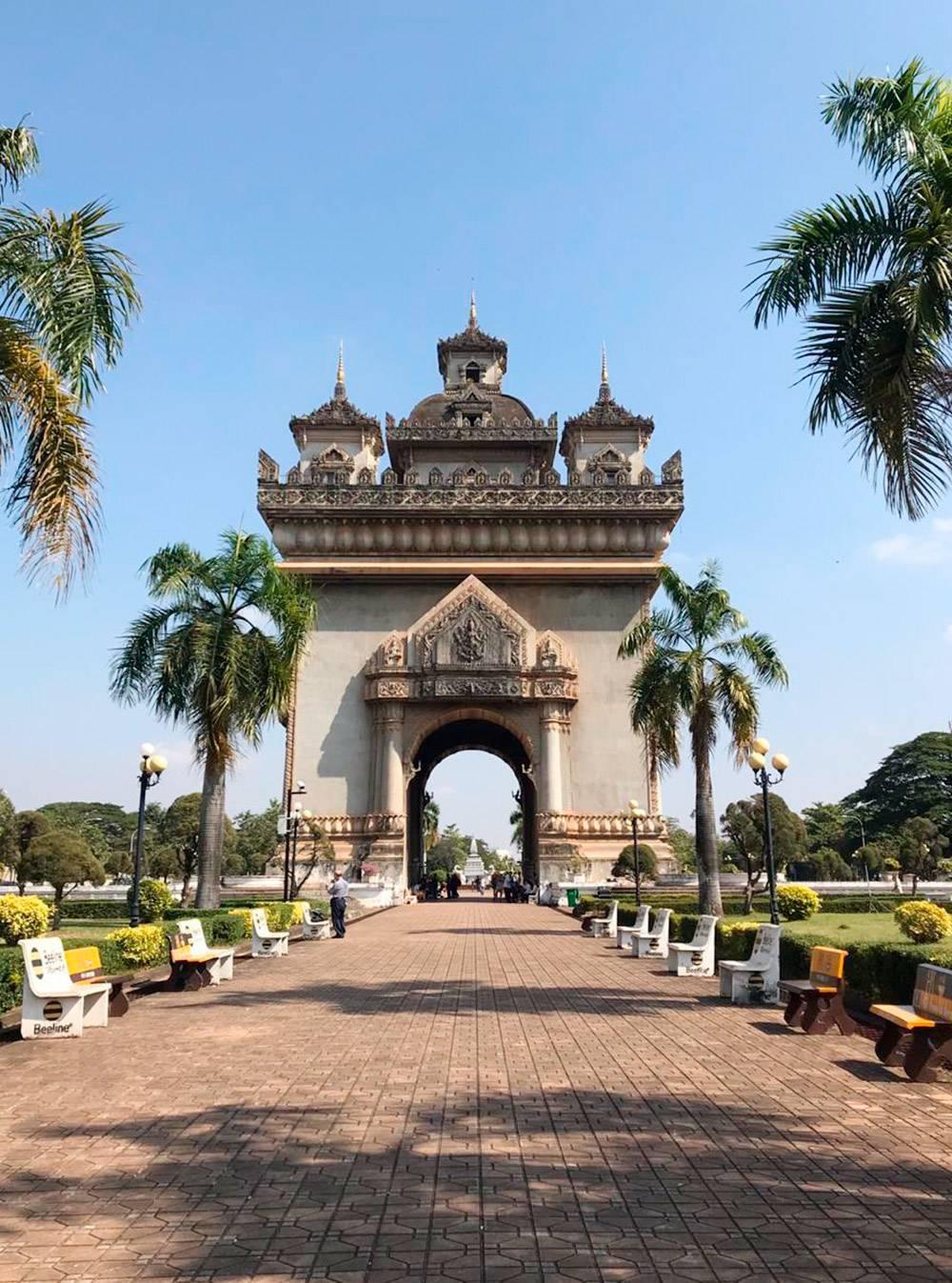 Триумфальная арка во Вьентьяне — столице Лаоса