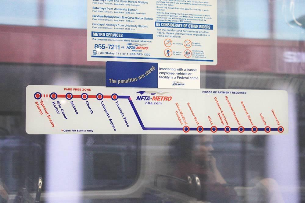 В Баффало всего одна ветка метро. Наземные станции обозначены красной линией — это бесплатная зона. Синяя линия — платные станции