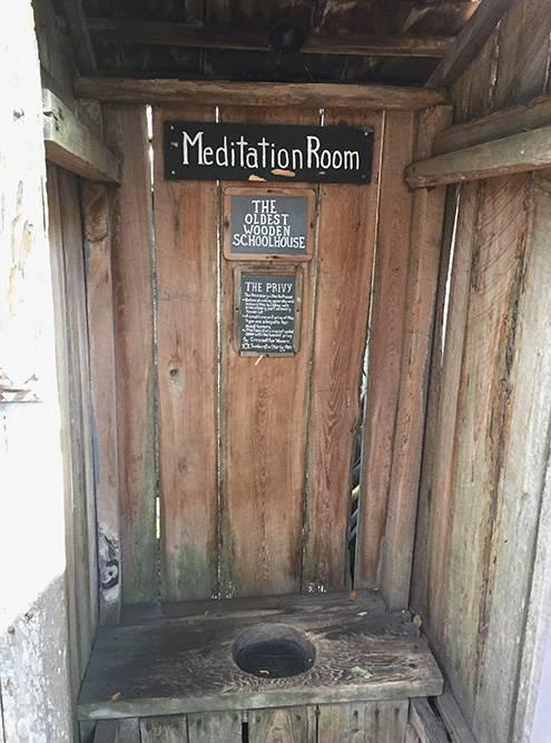 Деревянный туалет называют комнатой длямедитаций