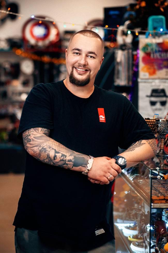 Андрей в своем магазине в Краснодаре