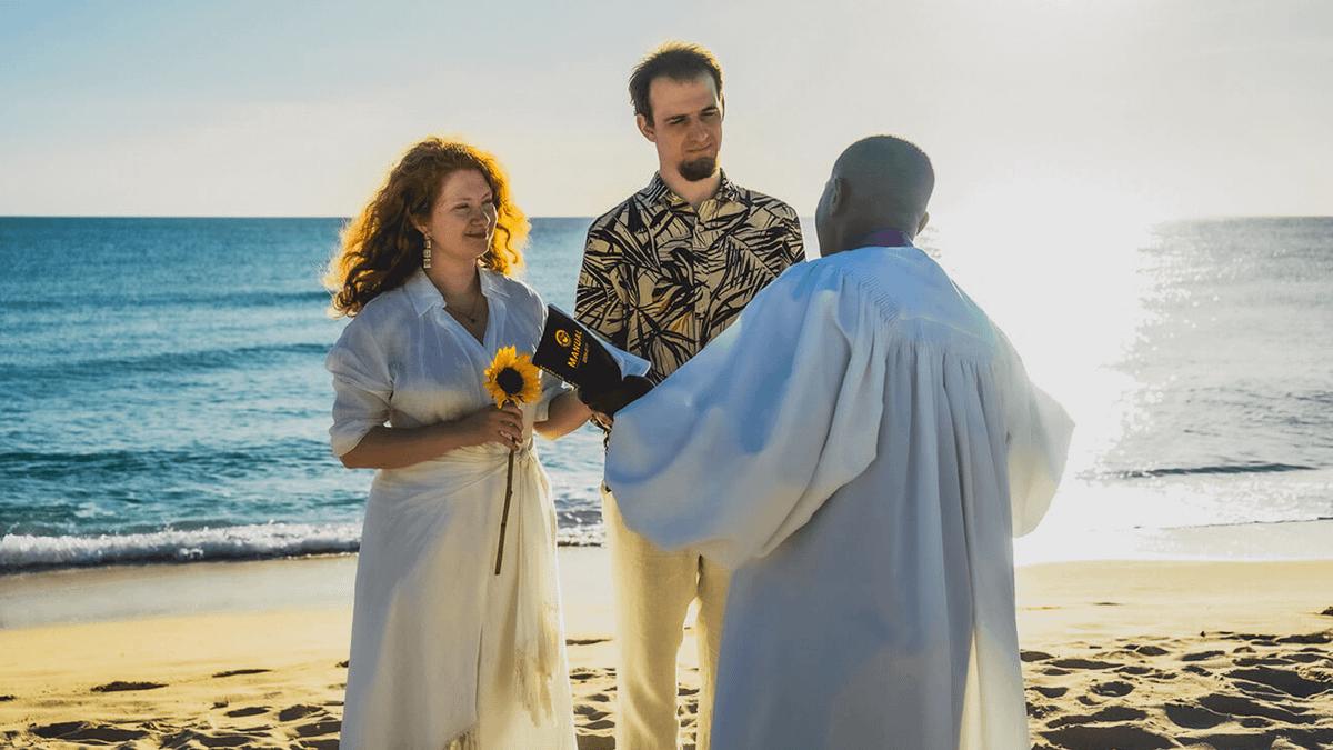 «Праздник плавно перейдет в путешествие»: 4 истории о свадьбе за границей