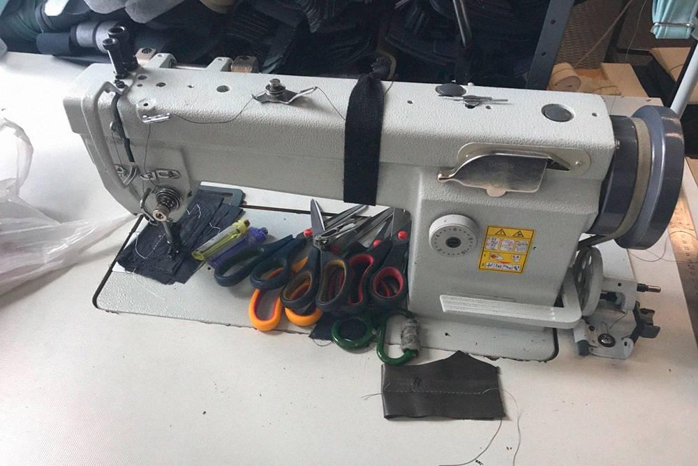 В новую мастерскую Иван купил еще одну швейную машинку для средних и тяжелых материалов за 45 тысяч рублей