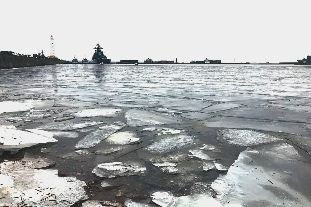 Не выходите на лед залива, особенно в начале зимы и весной