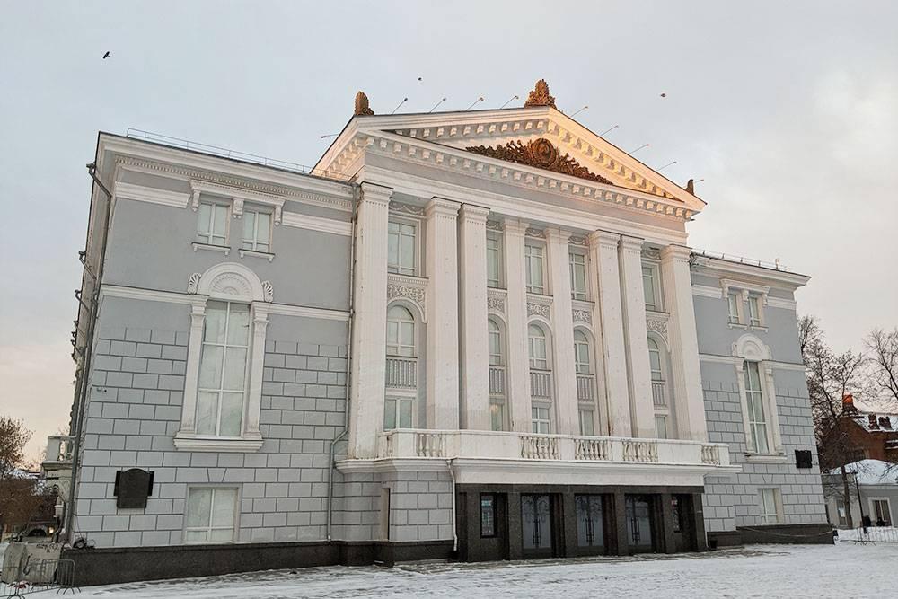 Здание Театра оперы и балета
