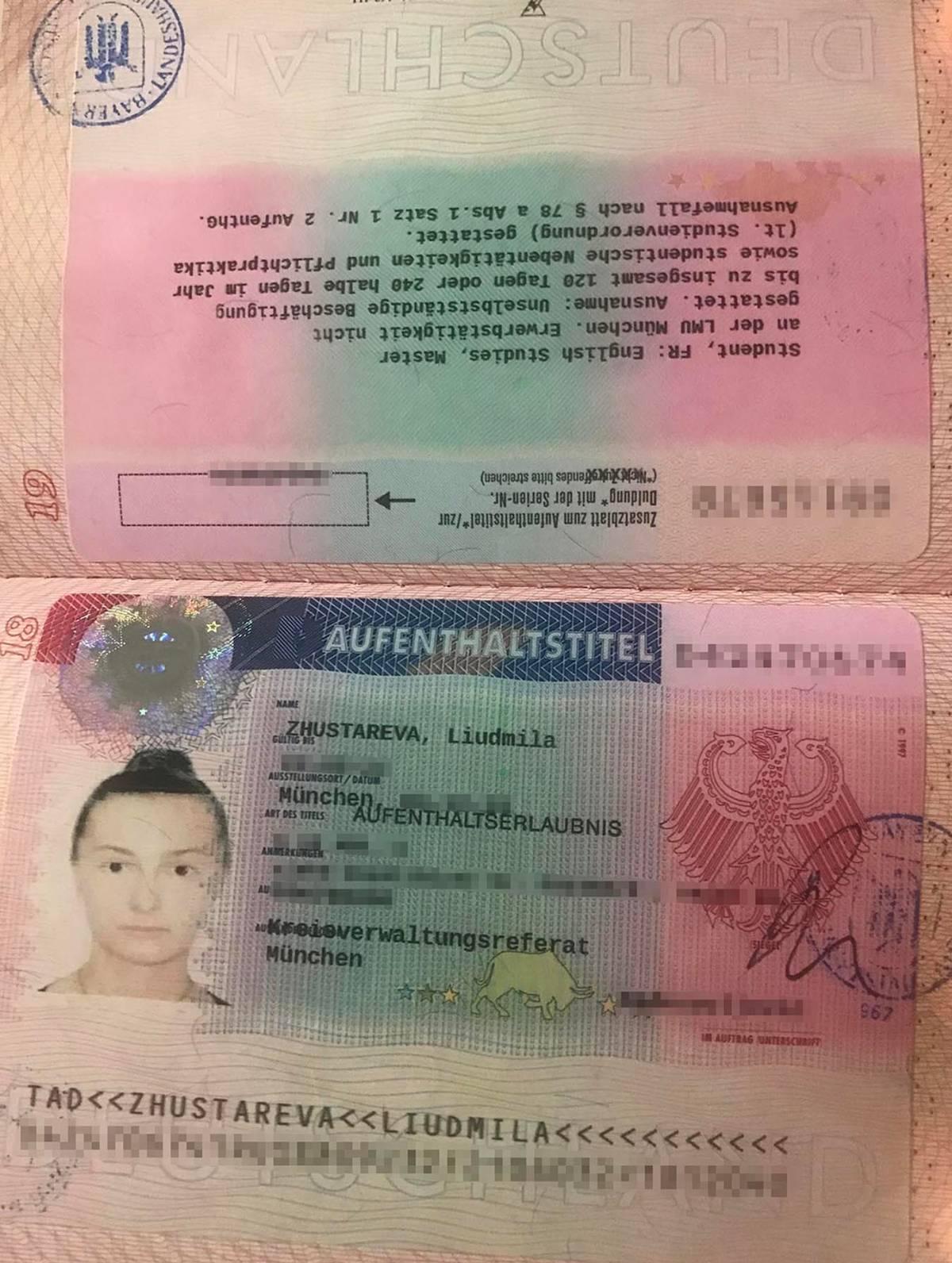 ВНЖ с целью учебы вклеивается в паспорт, а не выдается отдельной картой. Он оформляется на срок до двух с половиной лет и дает право официально работать в Германии на полставки