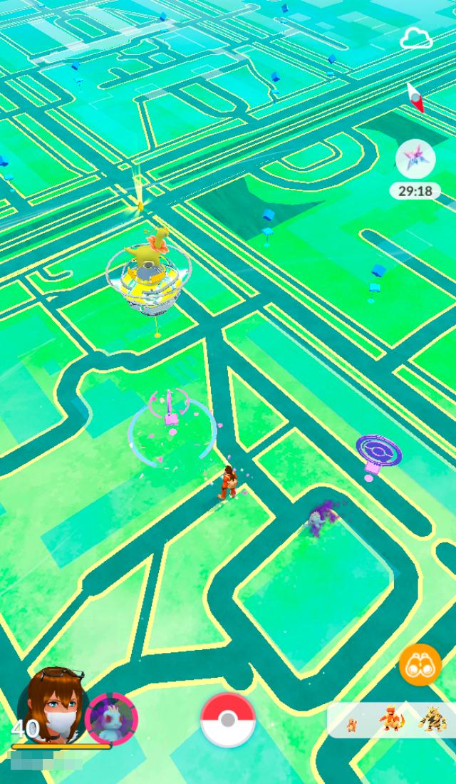 Голубые точки на скриншоте — это покестопы, рядом с ними спавнятся покемоны