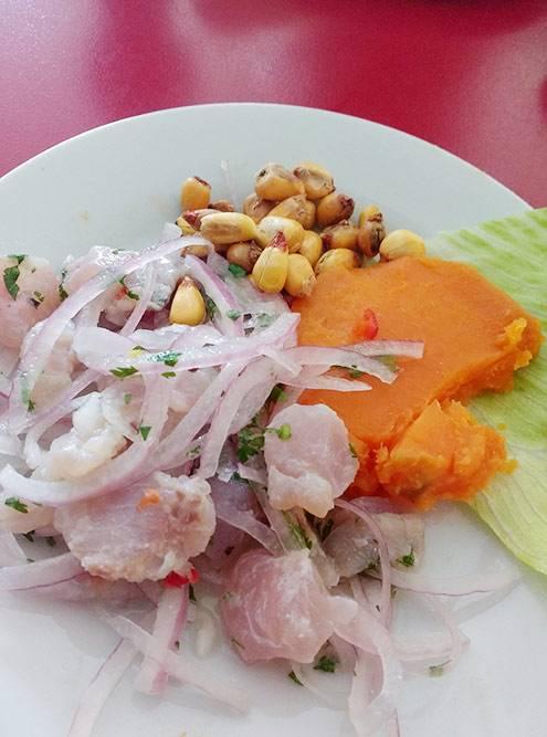 Севиче — сырая рыба в соке лайма — стоит около 14 тысяч песо