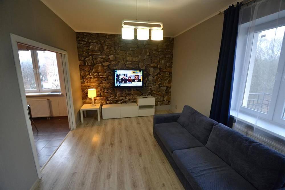 Гостиная в наших 38-метровых апартаментах. Нам понравился и дом, и сама квартира: уютная, просторная, в санузле — теплый пол. Источник: «Букинг»