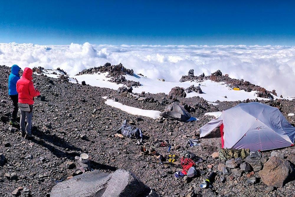 Лагерь на высоте 4700метров. Здесь мы встретили одинокого путника