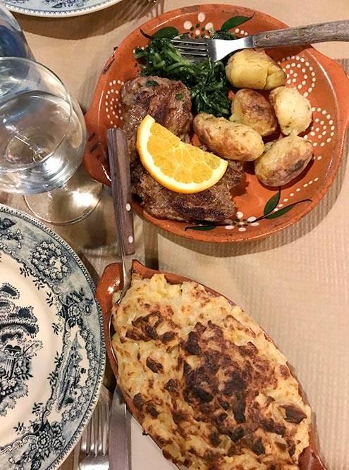 Стол обычно ломится от угощений. Домашняя португальская еда — не хуже ресторанной