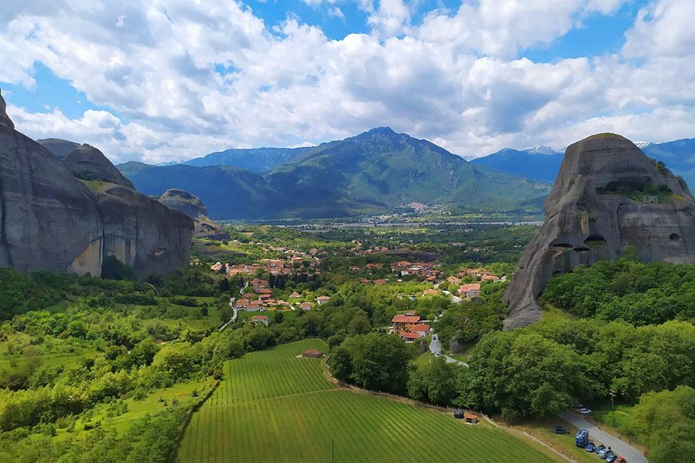 Панорамный вид на Кастраки. По моим ощущениям, Кастраки больше напоминает деревню
