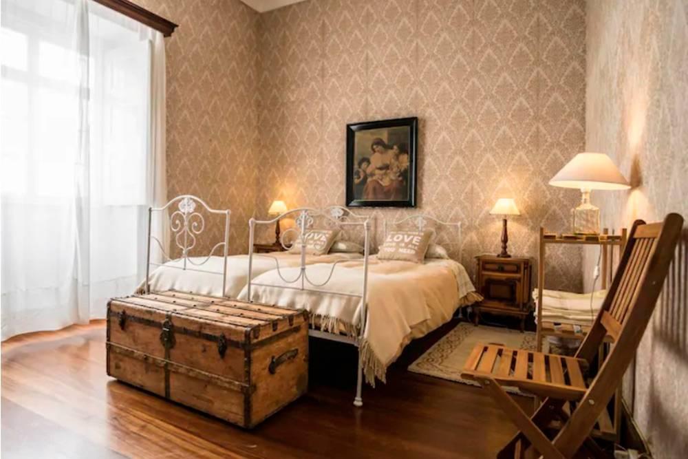 В доме в Понта-Делгада была еще кухня и общая ванная комната. Источник: Airbnb