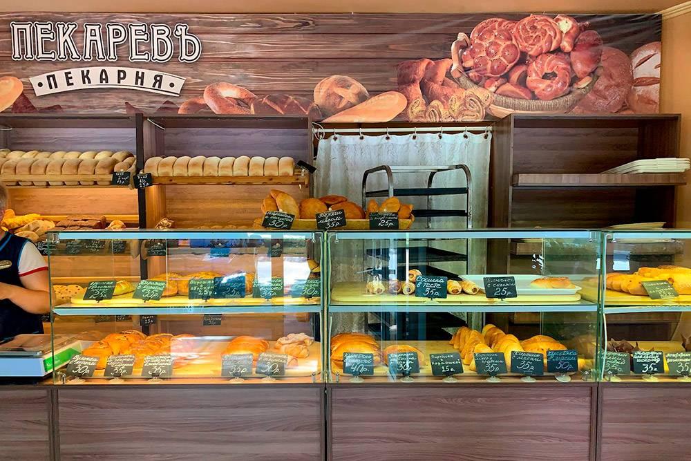 В пекарне «Пекарев» неподалеку от Приморского парка мы купили очень вкусные сосиски в тесте