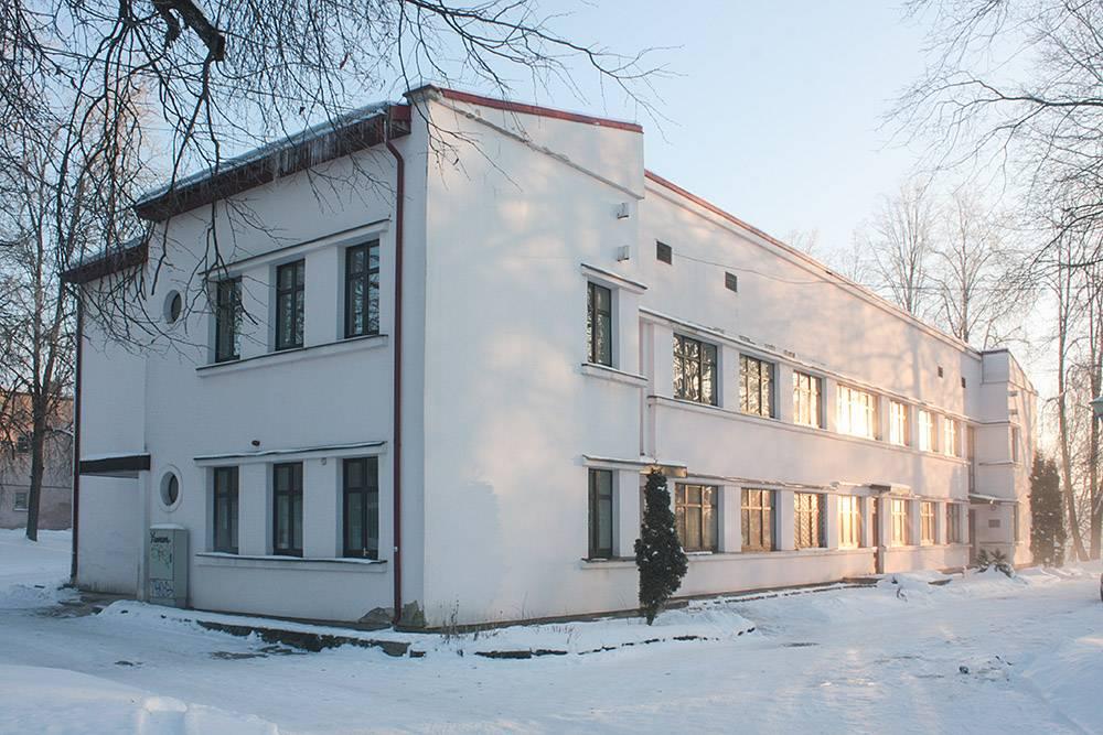 Здание инфекционного отделения резекненской больницы — образец функционализма. В 1934году, в момент постройки, его считали одним из самых современных зданий страны