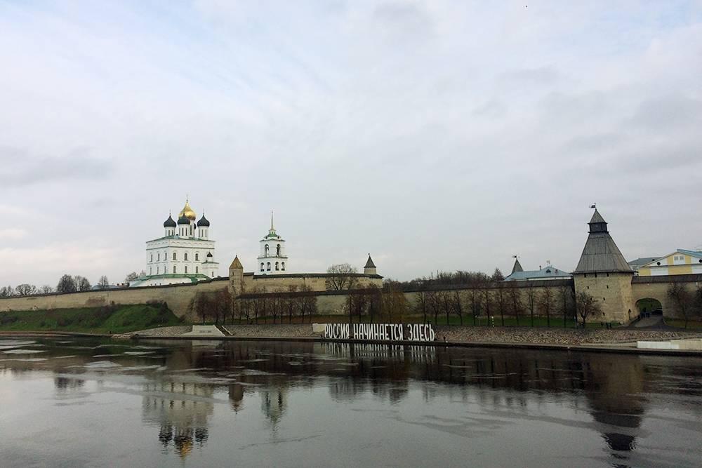 Надпись у кремля: «Россия начинается здесь»